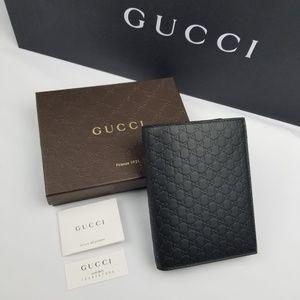 NWT Gucci Microguccissima Black Passport Holder